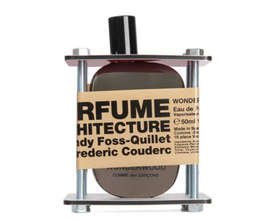 les_parfums_sous___chafaudage_de_comme_des_gar__ons_477958946_north_545x