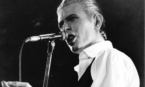 May-4-1976-London-England-U-K-Pop-star-DAVID-BOWIE-born-January-8-1947-performing-live-on_1452504832420165.jpg